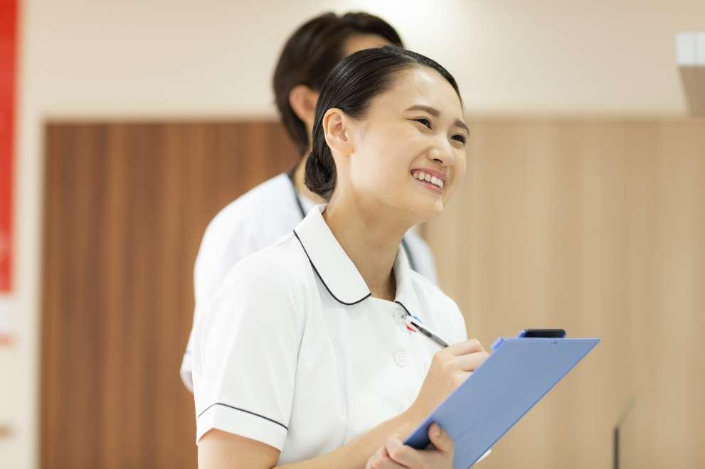 看護師初任給