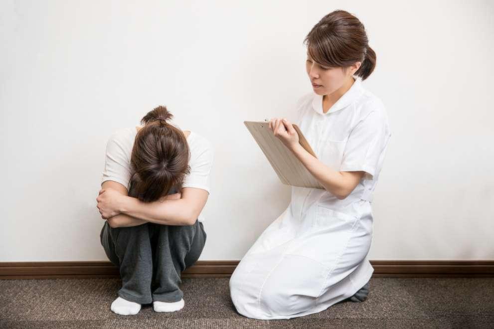 精神科の患者さんと看護師