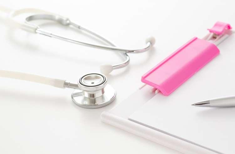 聴診器とファイル