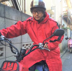 バイクに乗る訪問看護師