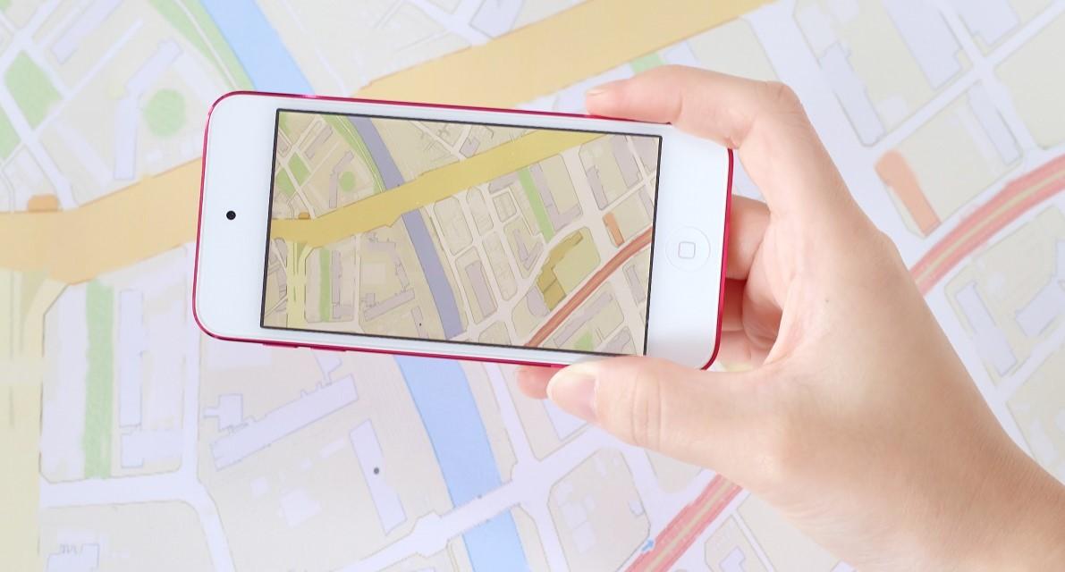 緊急携帯と地図